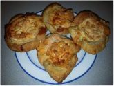 Egg and baked bean bread cups